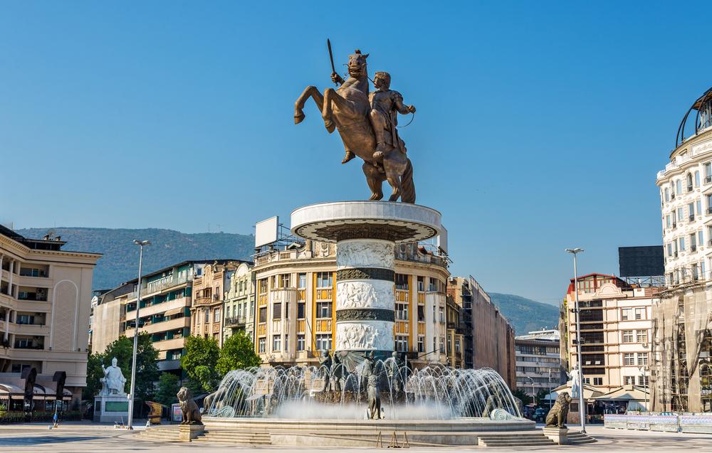 """Pomnik """"Wojownik na koniu"""" przedstawiający Aleksandra Wielkiego"""